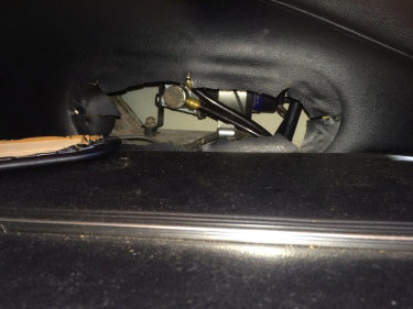 Location of SU fuel pump in rear compartment of Jaguar XKE E-type